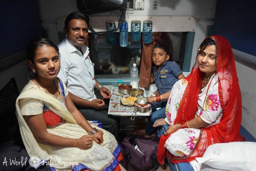 allein-als-frau-indien-train-family