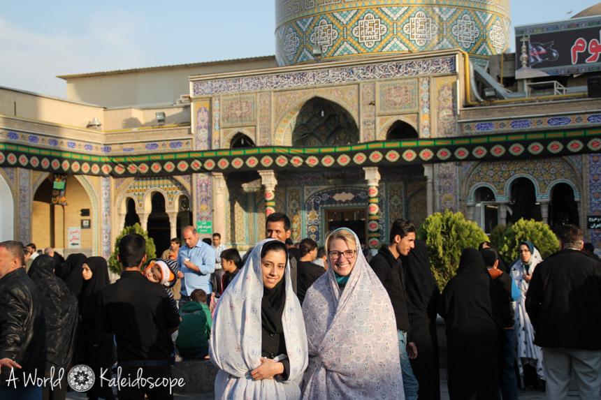 allein-reisen-iran-tschador-schrein-rey