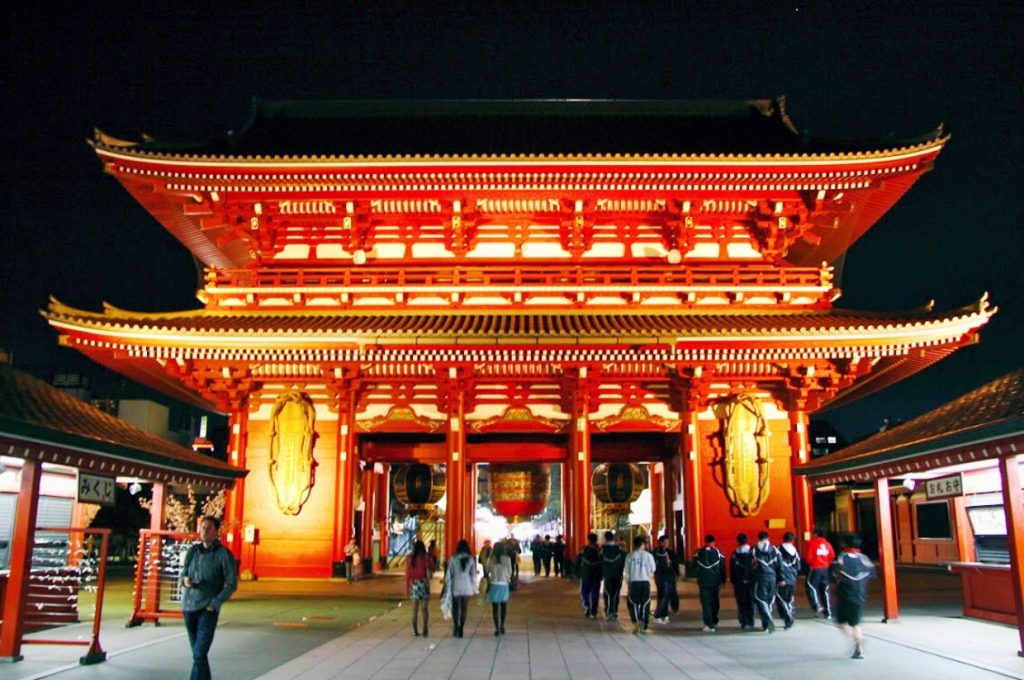 backpacking-japan-kirschblute-reiseroute-asakusa-tempel-senso-ji
