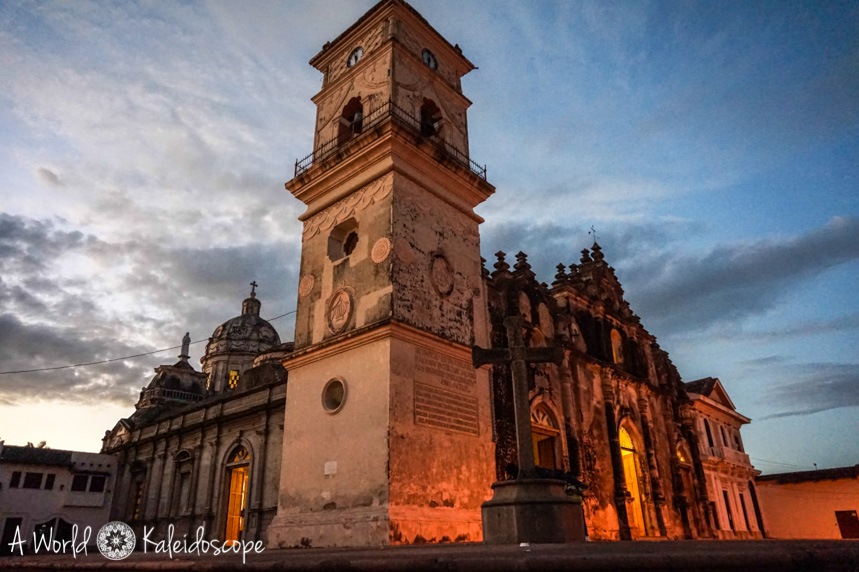 backpacking-nicaragua-granada-iglesia-de-la-merced