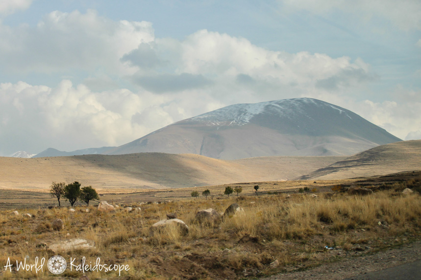 iran-backpacking-kandovan-landscape-2