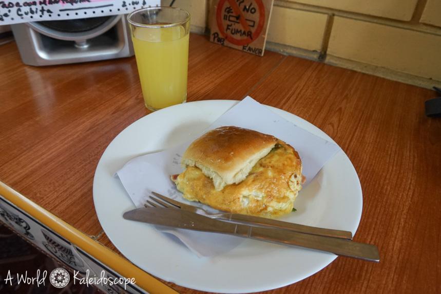 kuba-spartipps-cafeteria-omelette-semmel
