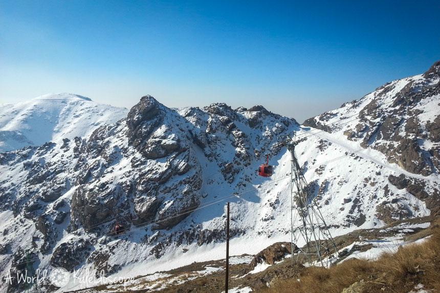 ski-fahren-im-iran-tochal-telecabin