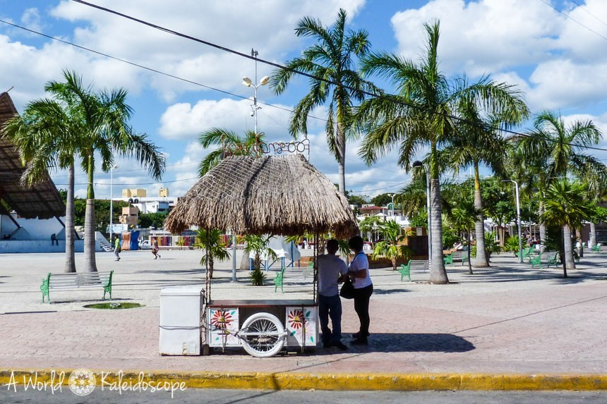 yucatan-highlights-cancun-zocalo